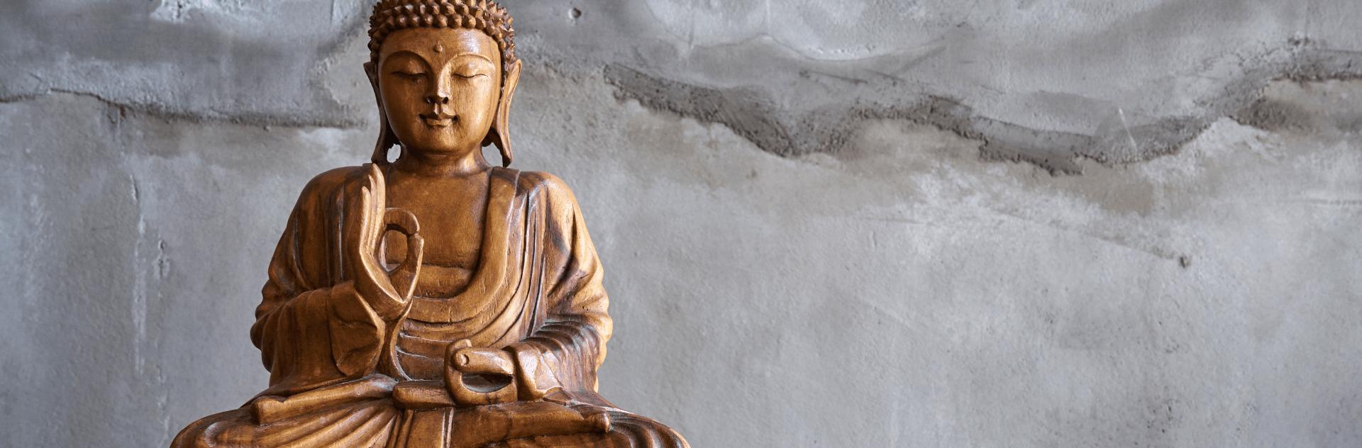 仏像の彫刻、販売も